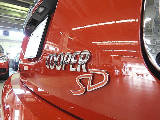 クリーンディーゼルエンジン搭載モデル。ガソリンエンジンと比べ燃費が良く、燃料が軽油なのでランニングコストが抑えられます。
