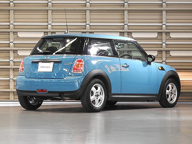 MINI NEXT湘南 屋内展示場 在庫台数約100台 納車可 正規ディーラー認定中古車  TEL:0466-55-5532