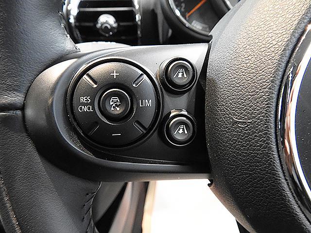 アクティブクルーズコントロール。ストップ&ゴー機能付 リミッターも付いています。車間は4段階で調整可能です。