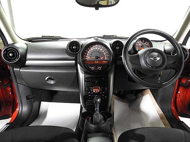 クーパーD クロスオーバー オール4 1年保証 CD ETC アームレスト フロントガラス熱線 オートライト オートワイパー ブラックリフレクターキセノン 16AW 禁煙 認定中古車(5枚目)