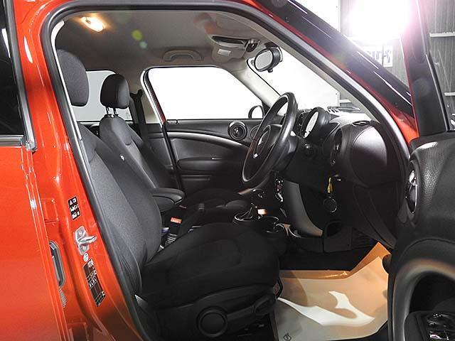 クーパーD クロスオーバー オール4 1年保証 CD ETC アームレスト フロントガラス熱線 オートライト オートワイパー ブラックリフレクターキセノン 16AW 禁煙 認定中古車(6枚目)