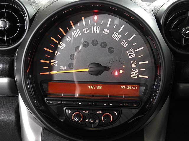 クーパーD クロスオーバー オール4 1年保証 CD ETC アームレスト フロントガラス熱線 オートライト オートワイパー ブラックリフレクターキセノン 16AW 禁煙 認定中古車(12枚目)