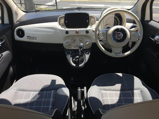 チェックのシートに、アイボリーのハンドル、ボディ同色のインストルメントパネルは、いつものドライブをさらに明るい気分にしてくれます。