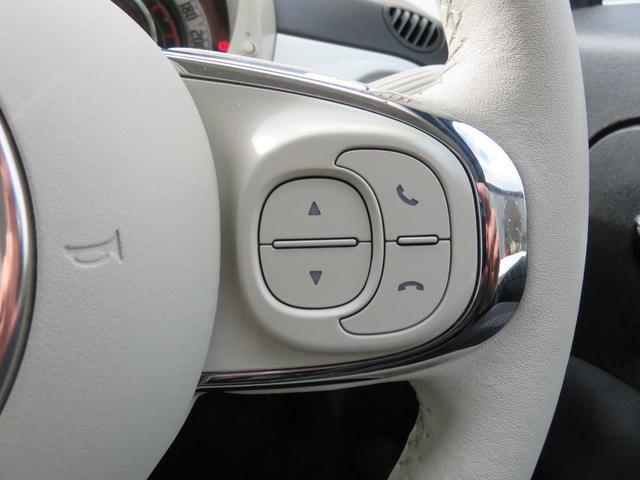 オーディオ/ハンズフリーコントローラー付きレザーステアリング。