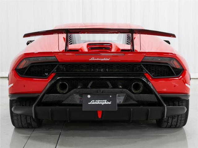 ALA(Aerodinamica Lamborghini Attiva)システム搭載により車体の安定性を高めます。