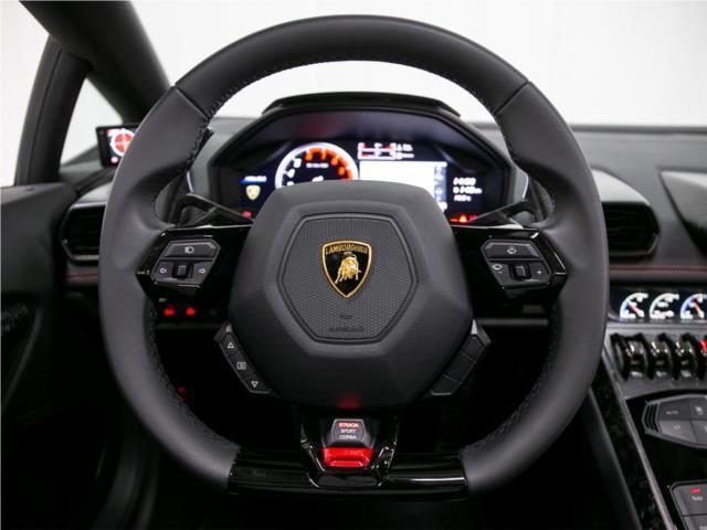 速度域によって操作性が変わる、Lamborghini Dynamic Steering付です。