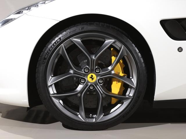 T  Ferrari認定中古車パノラマルーフ(9枚目)