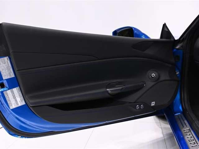 「フェラーリ」「488スパイダー」「オープンカー」「大阪府」の中古車13