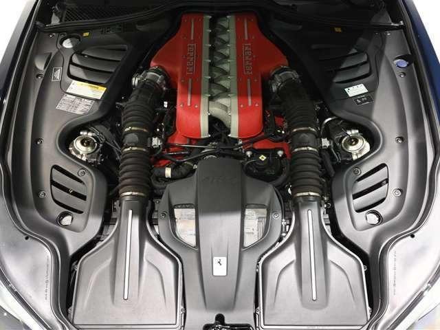 V12 自然吸気エンジンからは690cv を出力します。