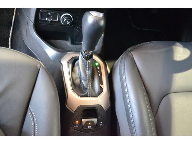 ブラックボディにシルバーアクセントでラグジュアリー感が冴えるブラックレザーシート装備の上級リミテッドグレード。全国納車可能です。お気軽にお問合せください。直通フリーダイヤル0066-9702-9457