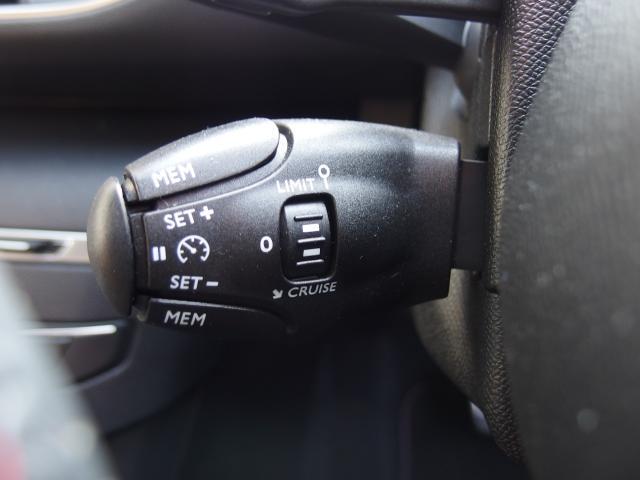 クルーズコントロール機能がございます。高速道路での走行をサポート致します。