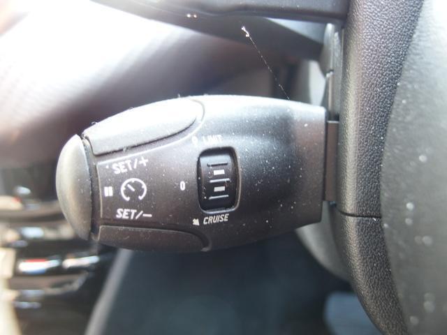 クルーズコントロール&スピードリミッターも装備しております。高速道路等でたいへん便利なアイテムです。