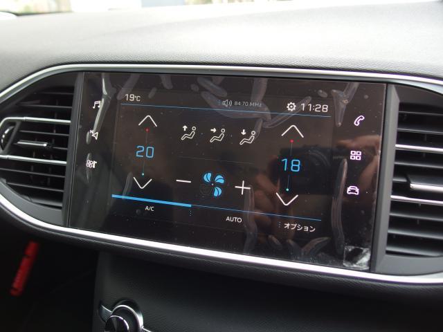 オーディオ機能エアコン設定等がタッチスクリーン画面一つで可能になります。ドライバーが操作しやすいよう、ドライバーの方向に角度が傾いているのも魅力的です。