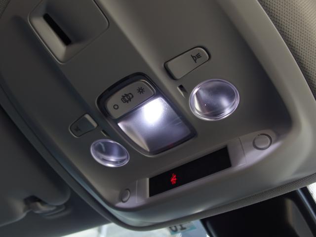 ルームランプはLED仕様となりますので、夜間も明るく車内を照らします。