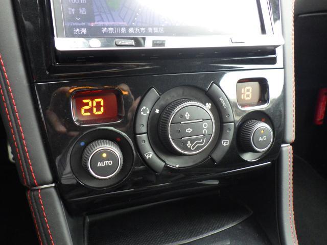 左右独立温度調整式オートエアコンです。運転席側、助手席側それぞれ温度設定が可能ですので、快適な室内空間を作り出せます。