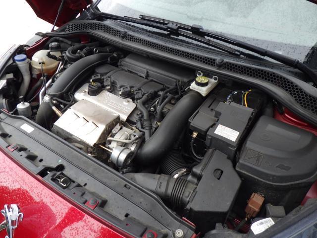 1.6L直列4気筒DOHCのターボエンジンです。PEUGEOT SPORTが手掛けたハイスペックエンジンです。270馬力(カタログ値)のスポーティフルな走りをお楽しみください。