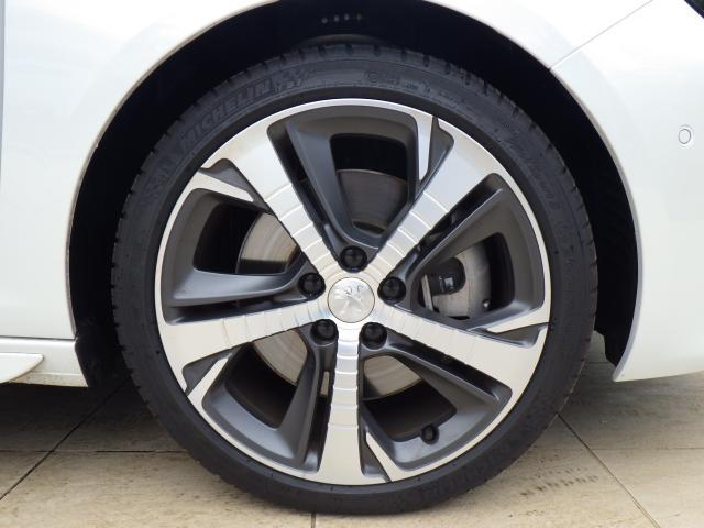ダイタモンドカットのデザインがスポーティーさを感じさせます。225/40/ZR18タイヤを装着しております。