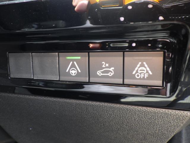 運転席から電動リアゲートの開閉も可能です。