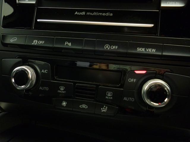 [標準装備]3分割可倒式リヤシート / スライド式/ヘッドレスト (リヤ)/電動調整シート (フロント / 運転席メモリー機能付)