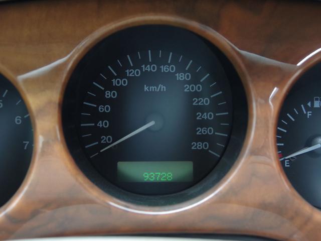 XJ エグゼクティブ3.2-V8 ディーラー車 01モデル(16枚目)