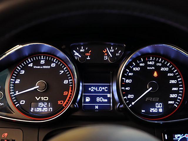 アウディ アウディ R8 5.2FSIクワトロレザーPKGカーボンパーツ社外スポイラー