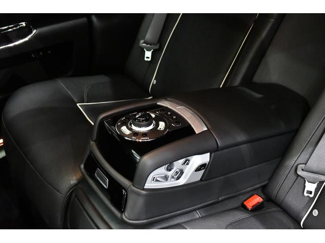 後席のシートコントロール/リヤシアターコンフィギュレーション