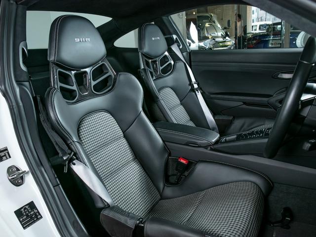 911R 国内正規ディーラー車 世界991台限定 シングルマスフライホイール スポーツエグゾースト フロントリフター スポーツクロノ チタンマフラ PCCB 純正ナビゲーション プロテクションフィルム(13枚目)