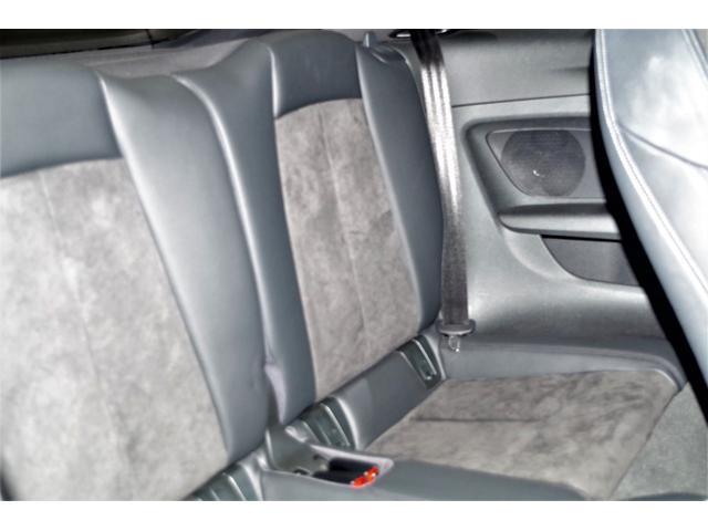 Sライン専用のハーフレザーのスポーツシートは体も心も心地良くホールドしてくれます。