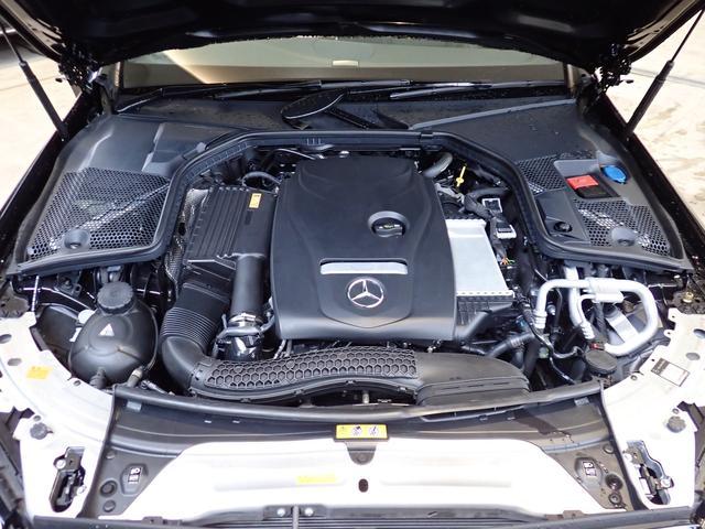メルセデス・ベンツのボディ構造は衝撃吸収スペースを大きく確保することで、衝突時の衝撃を瞬時に逃がします。更にその中には頑丈なフレームがあり、車内に危険物が侵入しない構造になっております。