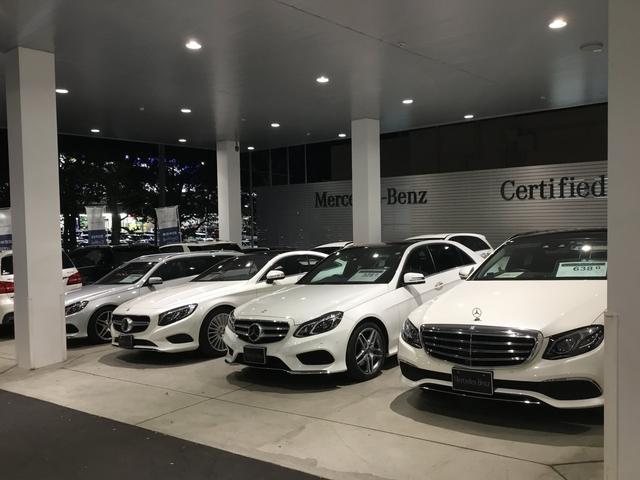1回展示場のほか、2回にも大型展示場がございます。常時30台以上のお車をご覧になっていいただけます。
