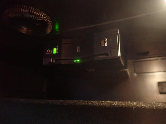 GLE300d 4マチック AMGライン 弊社下取り車両 20インチホイール ブラックレザー サンルーフ ブルメスターサウンド フルセグTV 保冷温ドリンクホルダー 認定中古車(18枚目)