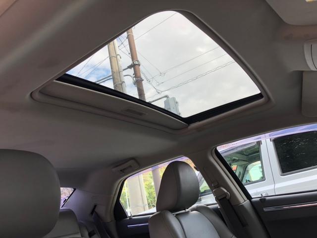 サンルーフで車内が明るくなります!