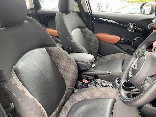 クーパーSD セブン 限定車・パノラマルーフ・純正ナビ・バックカメラ・LED・ETC・前後ドラレコ・シートヒーター(15枚目)
