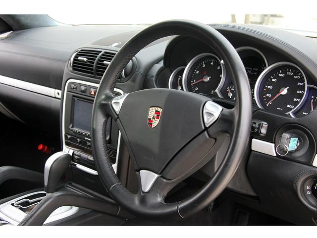 ポルシェ ポルシェ カイエン ターボ 黒革 サンルーフ 正規ディーラー車 右ハンドル