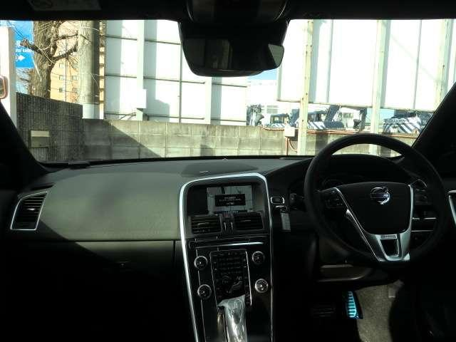 ボルボ ボルボ XC60 T6 AWD Rデザイン 4WD 登録済み未使用車