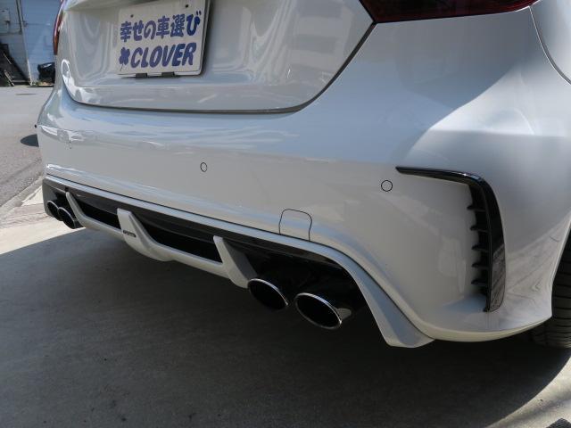 純正サイレンサー部分を取りまして、車両側、純正サイレンサー、ストレートエキゾースト各部ジョイント箇所フランジ製作。付け替え可能構造にしてあります。軽量化と排気効率と心地よいサウンドを再現いたしました。