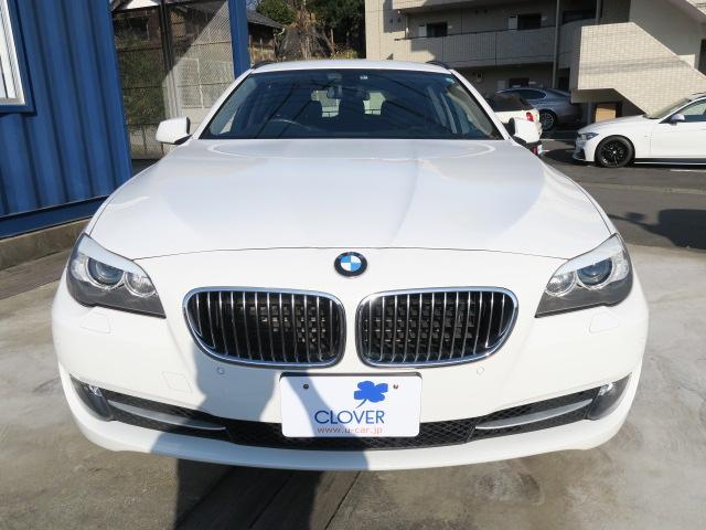 BMW人気カラー『アルピンホワイト』が光り輝く523dツーリングが入庫しました!
