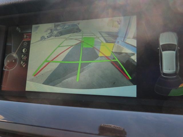 ガイドライン付きのバックカメラで車庫入れも安心サポート!