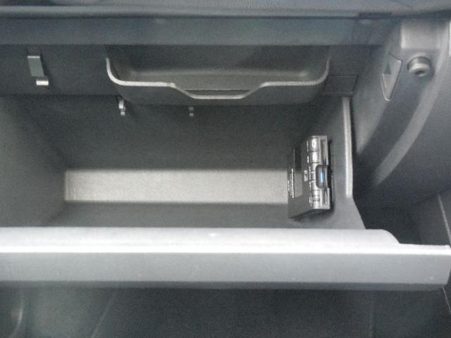 ETCはグローブボックス内に配置。