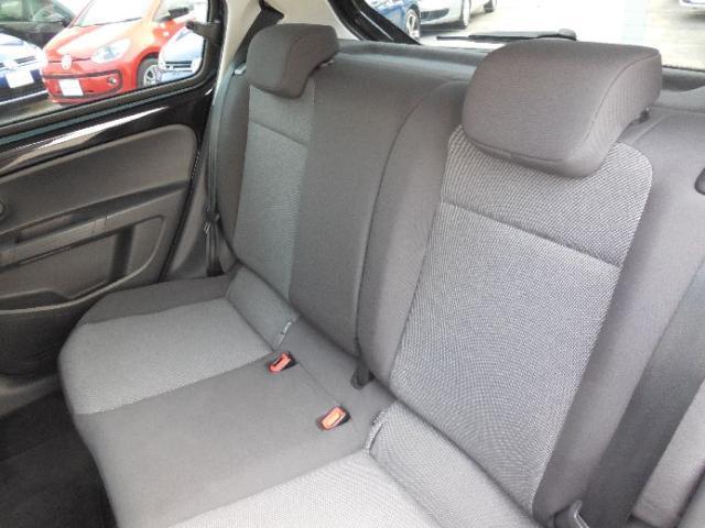 使い勝手の良い4ドアです。座面を高くすることで広い視界を確保した後席。ゆとりのヘッドクリアランスとニースペースで快適な時間を過ごせます。