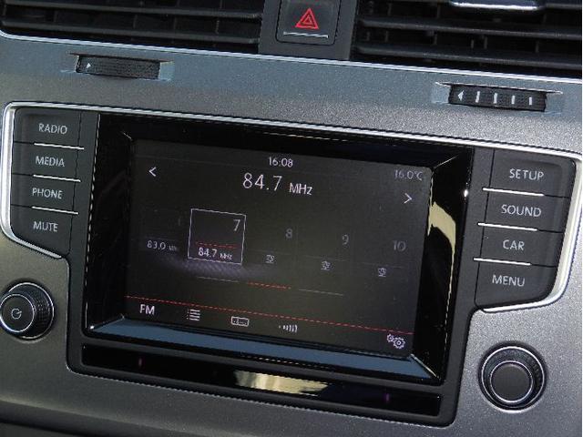 Volkswagen純正インフォティメントシステム Composition Media. ドライビングプロファイル機能の設定・変更やエコドライブのアシスト機能が5.8インチタッチスクリーンで操作可能。
