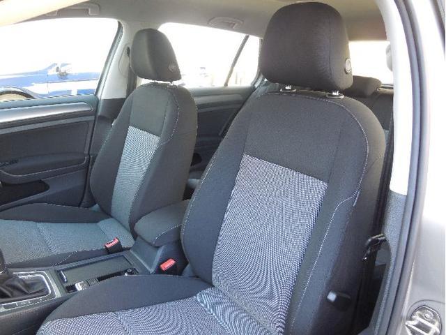 身体をしっかりとホールドし様々なドライビング状況に対応。また長時間ドライブも疲れないコンフォートシートです。快適なドライビングプレジャーを提供します。