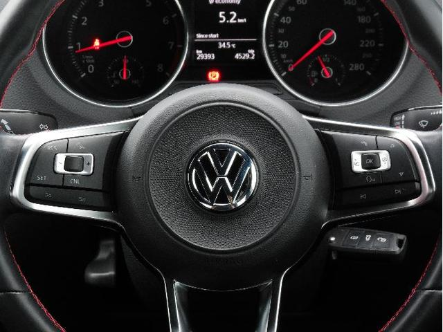 ACC(アダプティブ クルーズコントロール)は高感度なレーダースキャンにより先行車を測定する機能。設定した速度を上限に加減速を自動でコントロール、ドライバーの負担を低減させます。