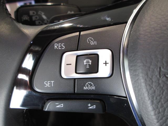 """クルーズコントロールにレーダーセンサーを組み合わせた""""ACC""""を装備。設定されたスピードを上限に自動で加減速を行い、一定の車間距離を維持します。"""