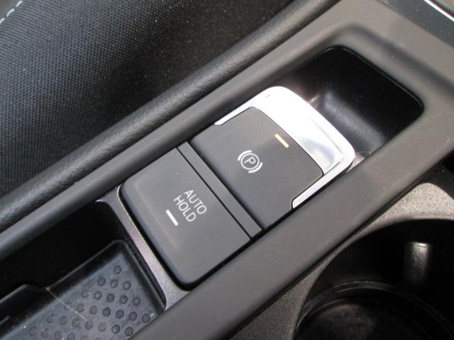 電動パーキングブレーキ搭載!坂道や渋滞時に便利なオートホールド機能も装備していますよ。