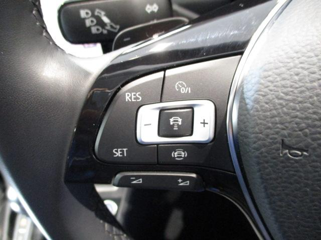 """オートドライブ機能にレーダーセンサーを組み合わせた""""ACC""""を装備。設定されたスピードを上限に自動で加減速を行い、一定の車間距離を維持します。"""