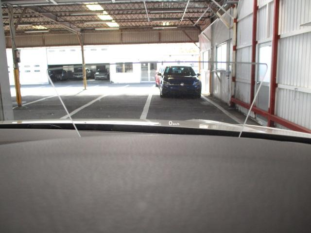 ヘッドアップディスプレイ搭載!メーターに視線を逸らさずに速度の確認が行えます!