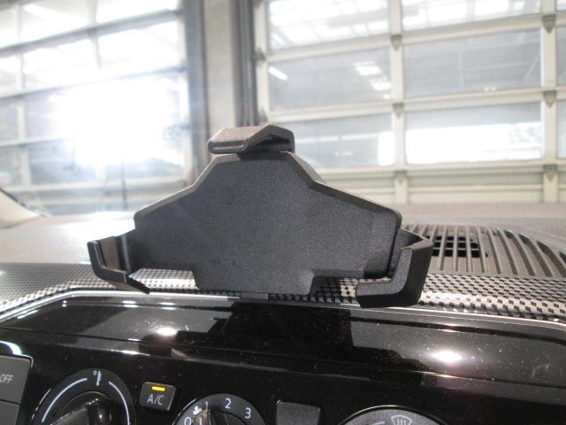 ダッシュボードに純正スマートフォンホルダーが付いています!