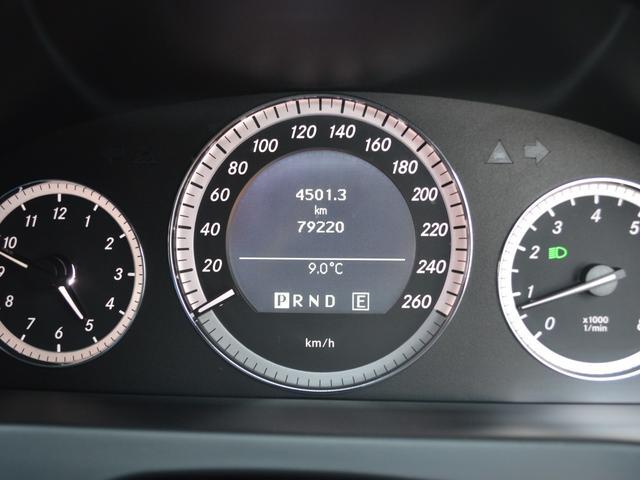 E250 CGIブルーエフィシェンシー スターマークLEDエンブレム キーレスゴープッシュスタート ブラックハーフレザー コマンドシステムHDDナビTV バックカメラ クリアランスソナー NEWタイヤ4本交換済み HID ETC クルコン(4枚目)