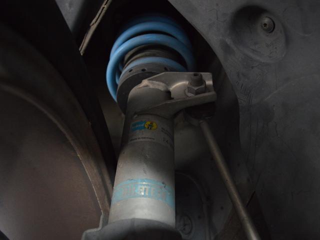 TSI ビルシュタインサスショック レムスマフラー 運転席レカロシート スロットルコントローラー ブレンボキャリパー 追加ブースト計 パナナビTV ドラレコ ETC HID アシュラレーダー 社外セキュリティ(18枚目)